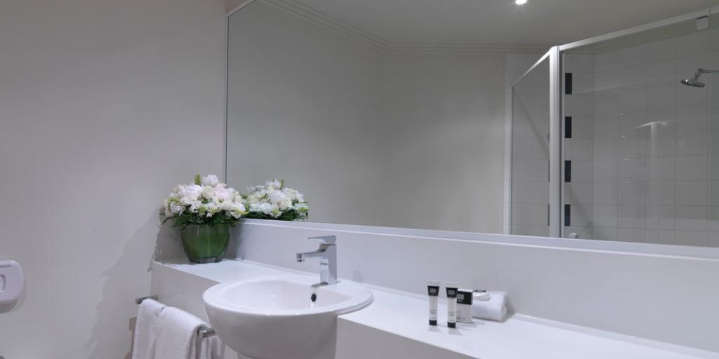 En Suite Bathroom: Travelodge Southbank