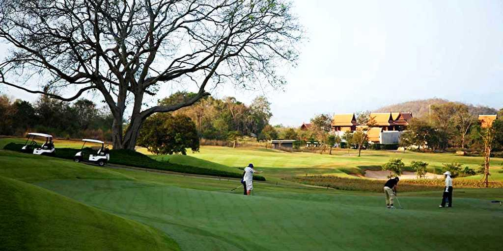 Golfers on the 17th green at Banyan Golf Course