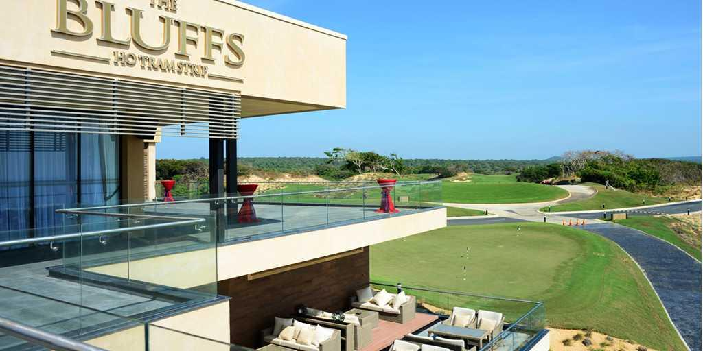 Outdoor terrace overlooking the 18th green and 1st tee