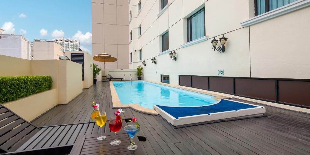 Swimming Pool: Duxton Hotel Saigon