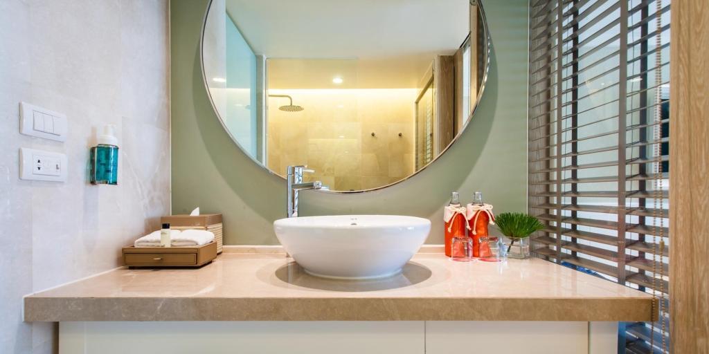 Deluxe Room Bathroom: Amari Hua Hin