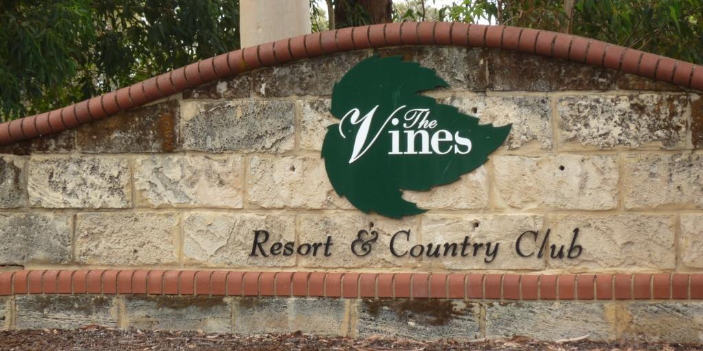 Entrance at Vines Lakes GC