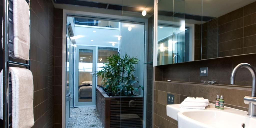 Bathroom: Sullivan's Cove Apartment