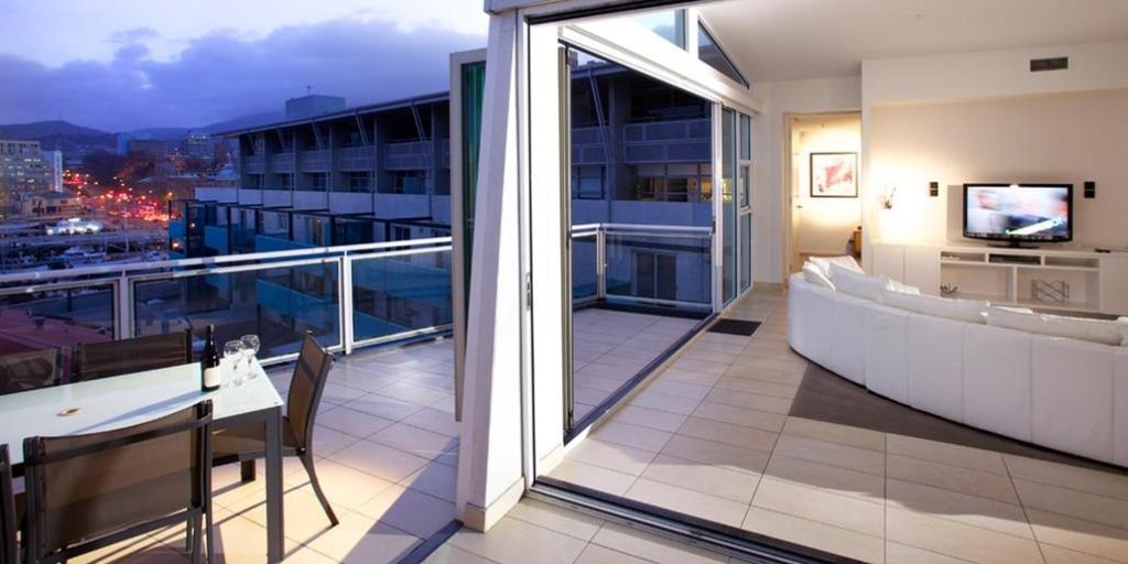 Outdoor Terrace: Sullivan's Cove Apartment