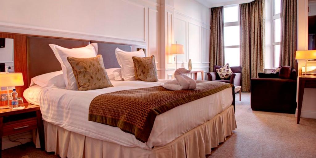 Bedroom: Slieve Donard Hotel