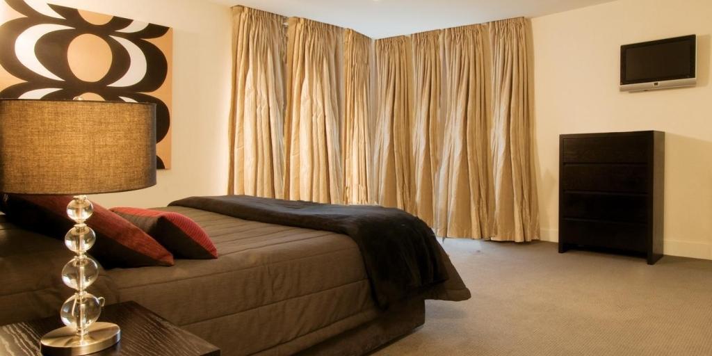 Guestroom: Oaks Club Resort