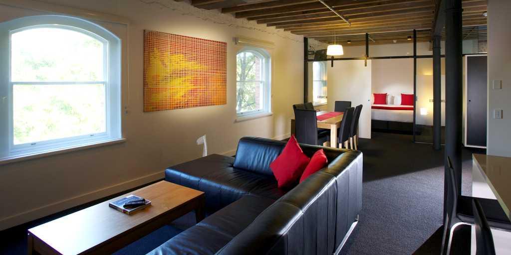 Chic Living Area: Sullivans Cove Apartments