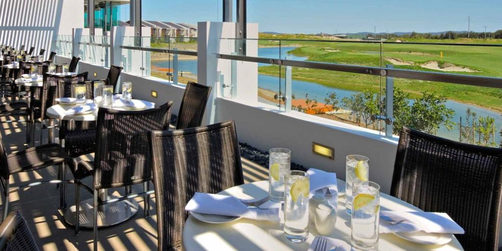 Breakfast with a View: Pullman Magenta Shores