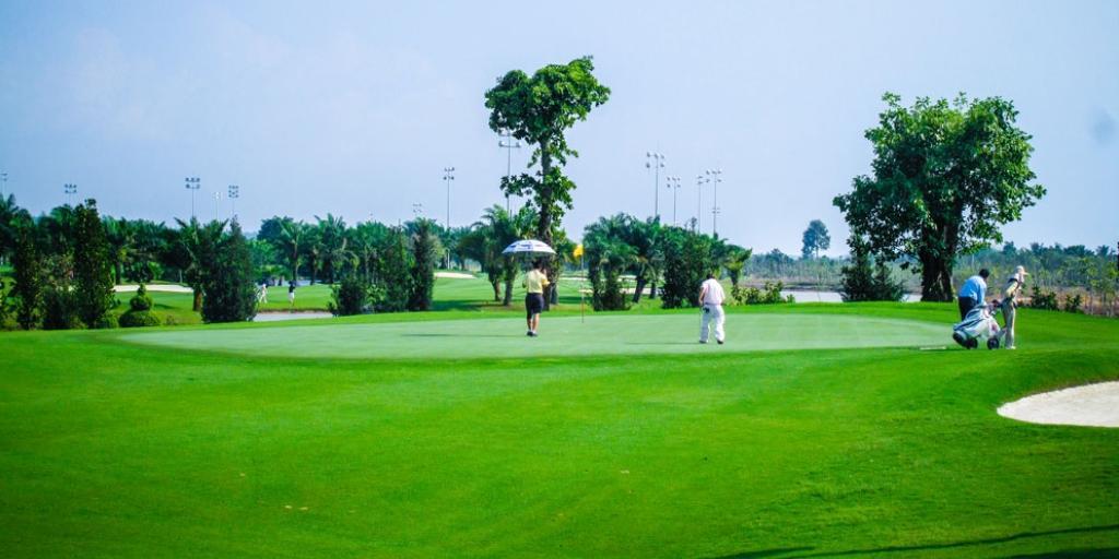 Hole 10 Long Thanh GC Lake Course