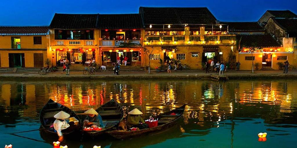 Explore picturesque Hoi An with its colorful houses