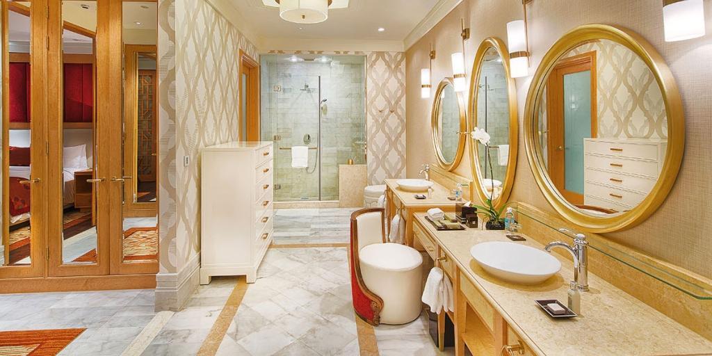 Premier Suite Bathroom: Grand Ho Tram Strip